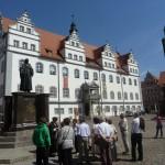 Lutherstadt Wittenberg - Rathaus mit Denkmalen Luther/Melanchton